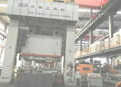 乐虎国际娱乐登录官网设备—1200T、800T机器人多工位